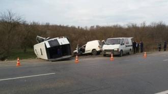 Accident grav în apropiere de satul Ţânţăreni; O persoană a murit pe loc, alte 16 au ajuns la spital