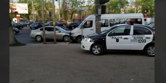 Accident cu implicarea unui microbuz de linie; Trei persoane au ajuns la spital