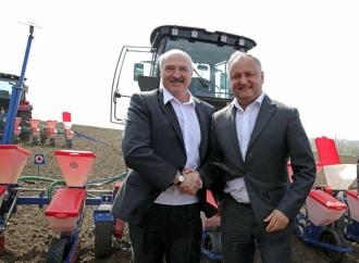 Igor Dodon și Alexandr Lukașenco, au semănat porumb pe un câmp la Porumbeni