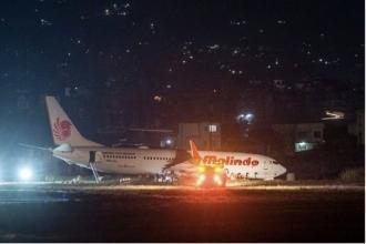 Incident aviatic. Aeroportul din capitala Nepalului, ÎNCHIS: Un avion a derapat pe pistă în timpul decolării şi a rămas împotmolit în noroi