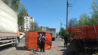 Două autocamioane s-au ciocnit pe o stradă din Capitală
