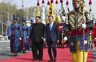 Kim Jong-un, primul lider al Coreei de Nord care traversează linia de demarcaţie dintre cele două Corei: O nouă istorie începe acum