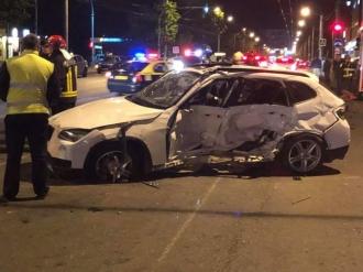 Cinci persoane, au ajuns în stare gravă la spital, după ce un vitezoman a lovit două mașini de taxi