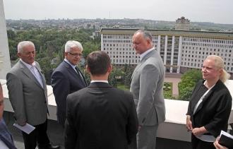 Igor Dodon, a inspectat mersul lucrărilor de reparație a sediului Președinției