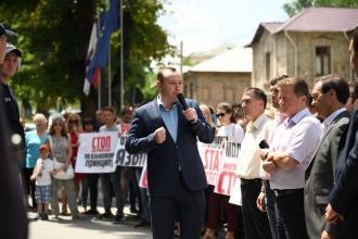 Protest în fața Curții Constituționale, împotriva tentativei de a priva limba rusă de statutul de limbă de comunicare interetnică