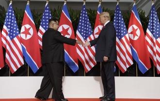 Donald Trump și Kim Jong-un au dat mâna în Singapore