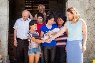 Prima Doamnă a venit în ajutorul celor 8 copii din satul Hulboaca, rămași recent fără mamă