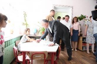 """Președintele țării a vizitat grădinița """"Stejărel"""" din satul Zorile, raionul Orhei"""