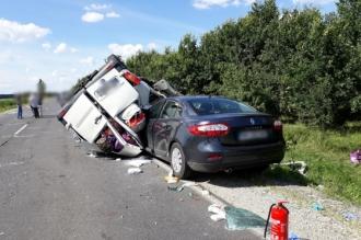 Zece răniţi într-un accident produs în Ungaria în care au fost implicate două vehicule din România