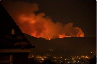 Incendiu puternic în Marea Britanie, din cauza temperaturilor ridicate. Case evacuate, şcoli închise