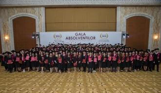 """Igor Dodon a înmânat """"Diploma de Onoare"""" celor mai buni absolvenți de liceu"""