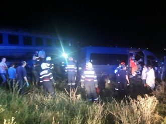 Microbuz cu moldoveni, lovit de un tren în România
