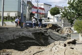 Cutremurul puternic din Japonia. Alunecări de teren şi multiple victime: cel puţin 40 persoane dispărute şi 140 de răniţi