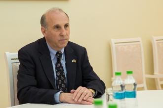 James Pettit: Moldova merită un Guvern care contribuie la îmbunătățirea vieții oamenilor