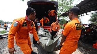 Avion prăbuşit în Indonezia. Cel puţin 188 de persoane se aflau la bordul aeronavei/ Epava a fost găsită
