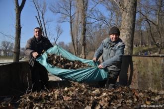 Municipalitatea a procurat aspiratoare pentru colectarea mecanizată a frunzelor