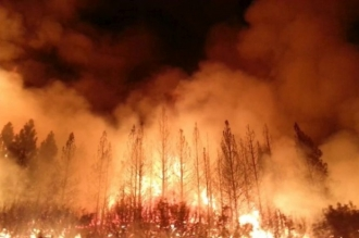 California, în flăcări. Numărul morţilor a crescut la 31. Focul ameninţă comunitatea din Malibu din apropiere de Los Angeles