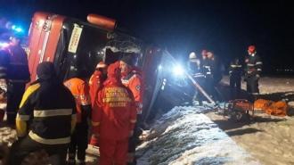 O persoană decedată şi şase rănite, după ce un autocar din R. Moldova s-a răsturnat la Mărăşeşti, România