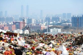 ARESTAŢI pentru contrabandă cu deşeuri. Sunt sute de suspecţi în închisori pentru importurile de gunoaie