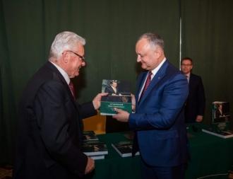 """Igor Dodon a participat la prezentarea cărții """"Petru Lucinschi. Membru al Biroului Politic și Președinte"""""""