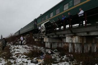 O mașină a fost lovită de trenul Chișinău-Moscova. Șoferul a murit