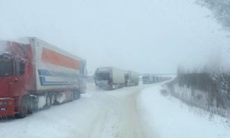 Zăpada le dă bîtîi de cap șoferilor