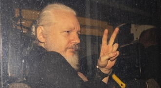 Assange riscă 170 de ani de detenție