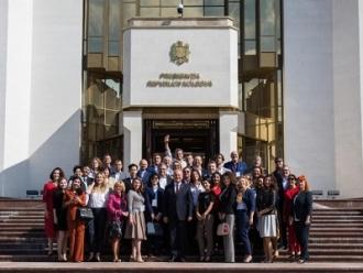 """Președintele țării a avut o întrevedere cu participanții Festivalului """"TEFI-Sodrujestvo"""""""