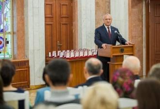 Președintele țării a conferit aproximativ 80 de distincții de stat