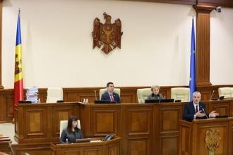 Raport în Parlament: Plahotniuc, Șor și Filat sunt beneficiarii finali ai furtului miliardului