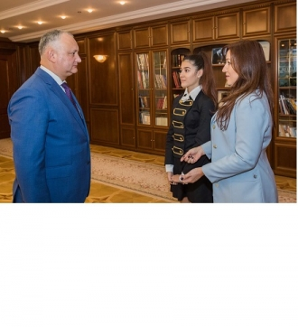 Președintele Igor Dodon a avut o întrevedere cu interpreta Emily Istrate