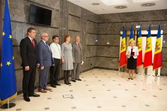 Președintele Parlamentului a înmânat Medalia Democrației și diplome mai multor oameni de știință