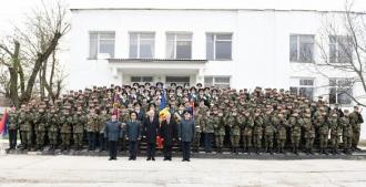 """Igor Dodon a participat la ceremonia de depunere a jurămîntului de către efectivul Brigăzii 2 infanterie motorizată """"Ștefan cel Mare"""""""