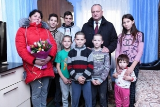 Igor Dodon a vizitat un cuplu longeviv și două familii cu mulți copii din municipiul Cahul