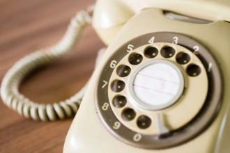Tot mai puțini abonați la telefonia fixă