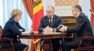 Șeful statului a participat la ședința săptămînală cu președintele Parlamentului și prim-ministru