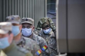 Militari pe străzile din București