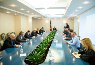 Igor Dodon i-a anunțat pe fermierii din Moldova că prețul la energia electrică o să scadă