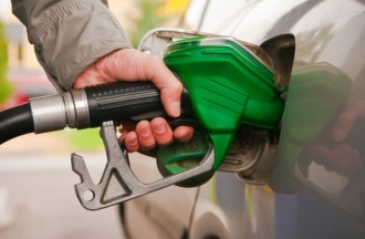 Benzina și motorina s-au ieftinit cu un leu