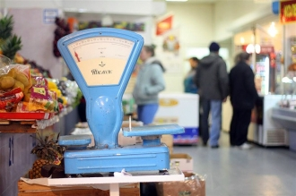 Piețele din țară, cu excepția celor din Chișinău și Bălți, își reiau activitatea
