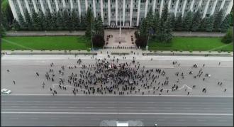 Aproximativ 130 de persoane participă la un protest în centrul Capitalei