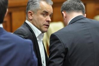 """Cel puțin 3-4 deputați din Blocul ACUM sunt """"conservele"""" lui Plahotniuc, spune președintele"""