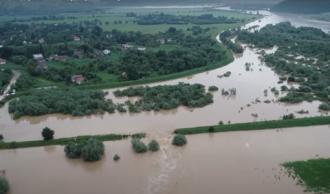 Ucraina: Sute de localităţi înghiţite de ape