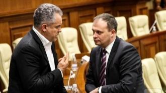 Andrian Candu folosește banii furați de la cetățeni, pentru a face campanie împotriva președintelui, spune un deputat