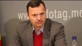 Profesorul din Ocnița nu are dreptul moral să continue să învețe copiii, el propagă fascismul, spune Vasile Năstase