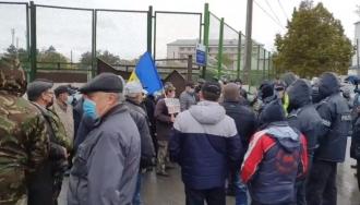 IGP: Un grup de combatanți au încercat să împiedice accesul alegătorilor la secția de votare din Varnița