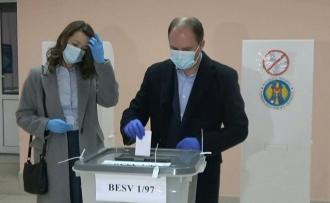 Ion Ceban și soția sa Tatiana Țaulean și-au exercitat dreptul la vot: Azi alegem între stabilitate și haos