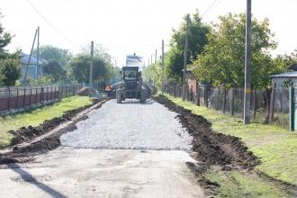 Un drum de 35 km, care leagă cinci sate, va fi reparat