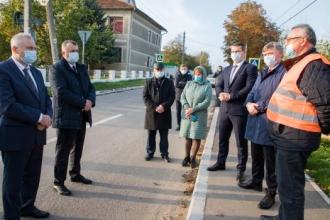 Ion Chicu a inspectat mersul lucrărilor de reabilitare a unui drum important din raionul Criuleni