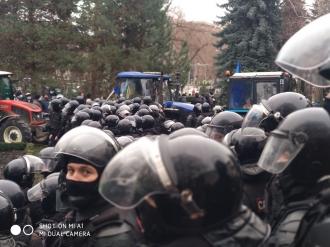 Ion Chicu sare în apărarea polițiștilor: Să nu permiteți ca cineva să-i calce cu tractoarele!